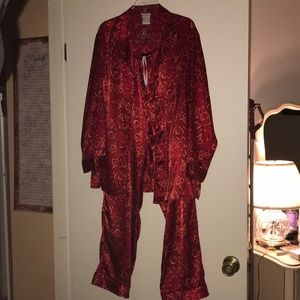 Secret Treasures Intimates & Sleepwear - Women's Vintage Pajama Set in Great Condition.